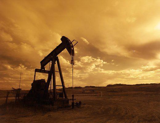 oil-pump-jack-1407715_1280-520x400