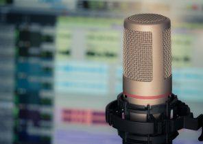 microphone-3381837_1280-296x210