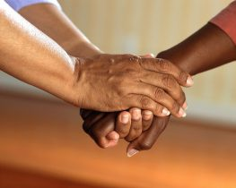 clasped-hands-541849_1280-263x210