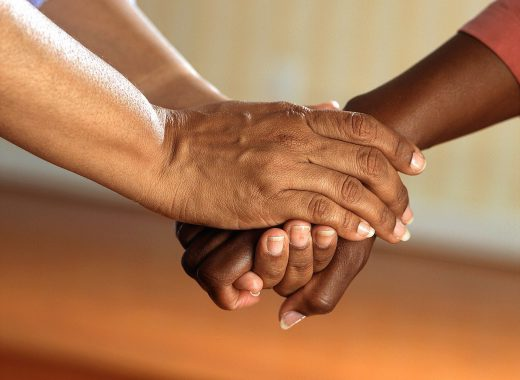 clasped-hands-541849_1280-520x380