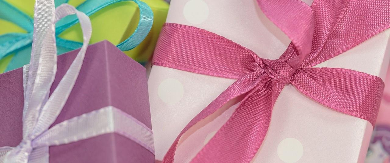 gift-553143_1280