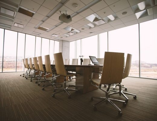 conference-room-768441_960_720-520x400