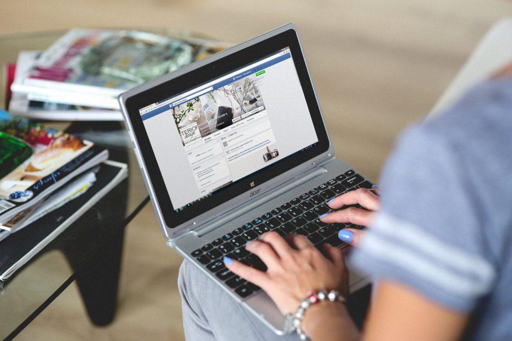 hands-woman-laptop-notebook-1024x682