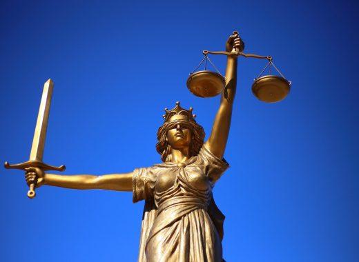 justice-2060093_1920-520x380