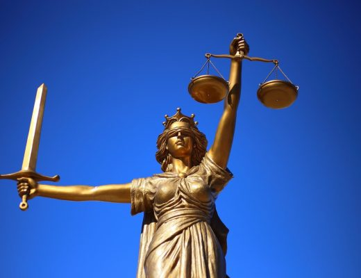 justice-2060093_1920-520x400