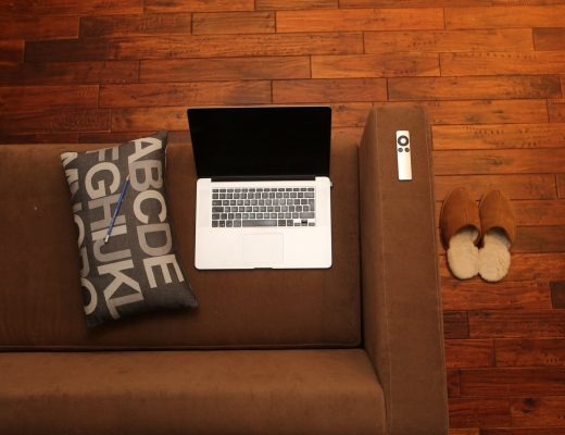 home-office-notebook-home-couch-39664-520x400