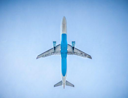 airplane-983991_1920-520x400