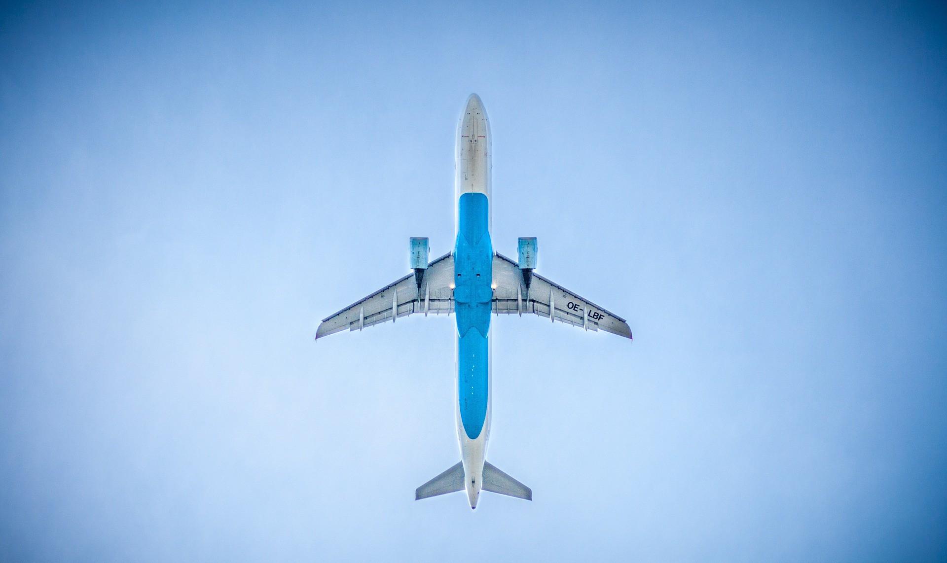 airplane-983991_1920