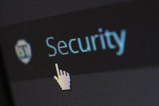 security-protection-anti-virus-software-60504-315x210