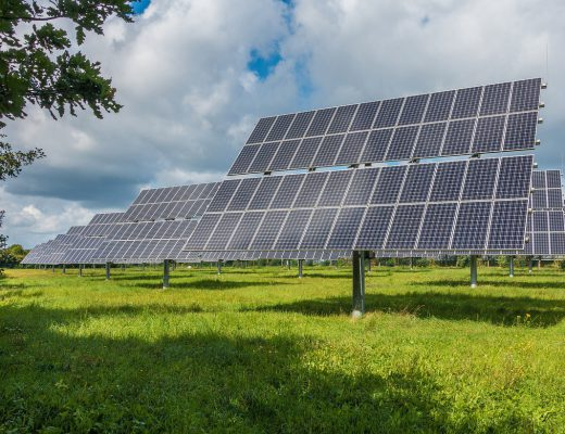 photovoltaic-system-2742302_1280-520x400