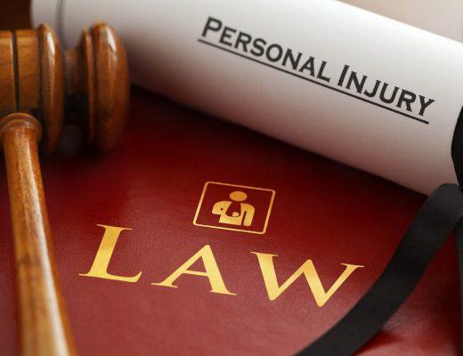 lawyers-g18cb5732a_1280-520x400