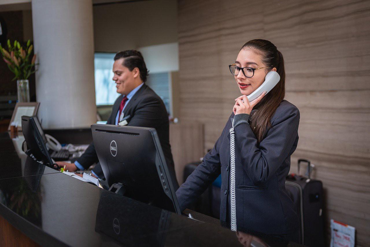 receptionists-5975962_1280